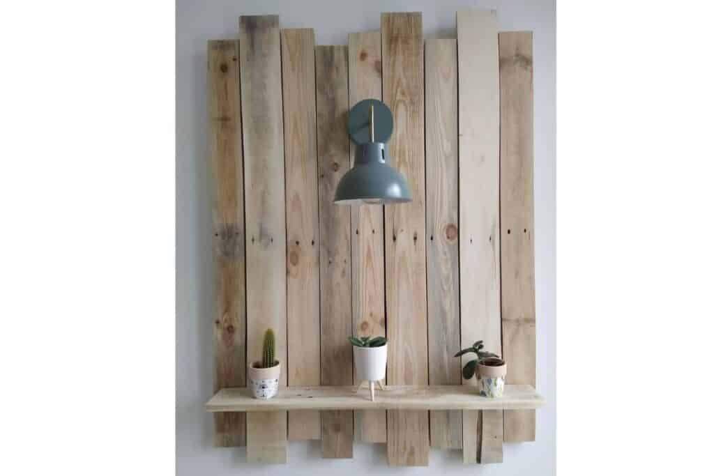 Pallet wood wall decor with light and ledge